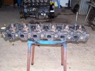 Bedford 466/500 head c/w injectors