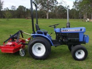 Iseki 2140 Tractor & Finishing Mower